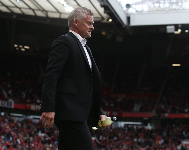 After completing a £300 million deal, Newcastle may raid Manchester United for four players.